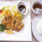 丸太小屋レストラン  びんずる - とんかつ1,100円+ライス・スープ250円。