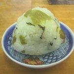 沖縄そば 薫風 - 高菜おにぎり (50円)
