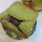 贅沢生食パン工房 鎌倉屋 - 贅沢生食パンに嬉野のお茶を使って抹茶の香りと小豆の甘さのバランス良さが感じられる食パンです。