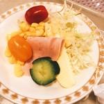 Kaferesutoranoashisu - サラダもね〜♪