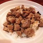 台湾創作料理 公 - 月・木曜日定食の魯肉飯、甘めのタレが最高