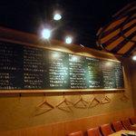 LA・ぐう - 黒板にメニューがズラッと書かれている