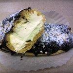 ミッシェル洋菓子店 - 甘さ控えめのクリームがたっぷり入ってます、重っ、軽っ、笑