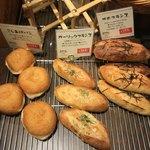 ブーランジェリー カワ - フランスパン系も美味しそう