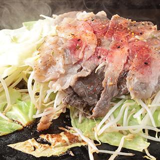 今、訪れたら食べるべき人気料理!≪あんき屋特製飛騨牛定食≫。