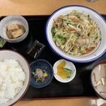 大衆食堂 みどりや商店 - 野菜炒め定食(830円)
