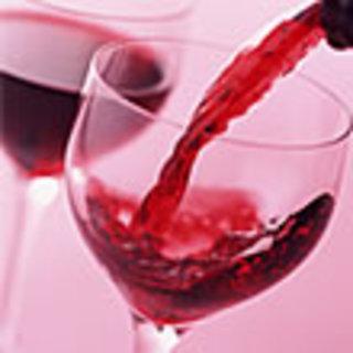 お肉やシーフードに合うワインを各種揃えております。