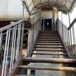 うどん旭 - 階段上ります。