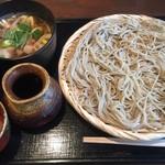 松庵 - 料理写真:麺つゆと肉つけ汁の二種を楽しめる1100円。大盛りで1300円ちょっと