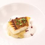 ビストロ エン - アニバーサルコースの魚料理