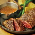 アンガス牛肩ロース肉のグリルステーキ