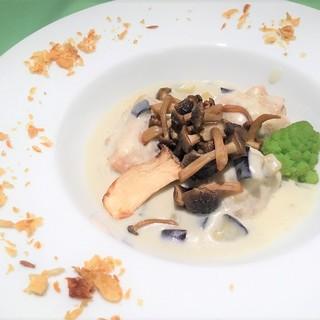 【月替ランチ】フランス産ブレス鶏のフリカッセ茄子のスープと