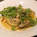 cenci - かなわ水産のカキと菊菜のペペロンチーノ