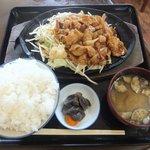 9783253 - 「鉄板焼肉定食」900円+「ご飯大盛り」150円