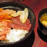 9783804 - 六角丼1100円+味噌汁80円