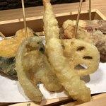 天ぷら おばんざい酒場 カレーうどん渡邊 - 本日のおすすめ天ぷら5本盛り