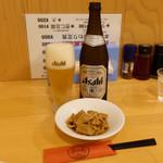 担古麻 - ビール中瓶550円、メンマ250円