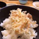 藤よし - 海老の殻らしきもの