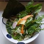 キッチン びせり - 料理写真:地場野菜のせ煮干しラーメン