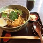紀庵 - 「五色(小えび天と野菜のせ)」の蕎麦。 丁寧な作り、美味です。