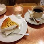 神田 白十字 - アップルパイとホットコーヒー