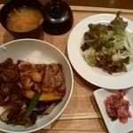 97841227 - 黒毛和牛のしぐれ煮とアンガスサーロインステーキ丼