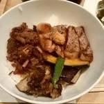 97841236 - 黒毛和牛のしぐれ煮とアンガスサーロインステーキ丼