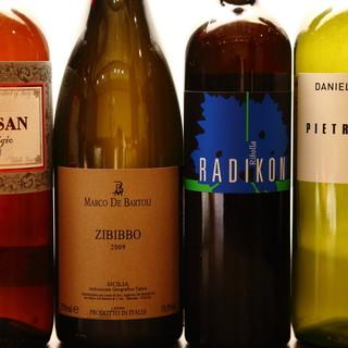 肉料理に合う有機ワインは100種類以上を取り揃えました