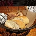 97844815 - ベーカリーの人気パン