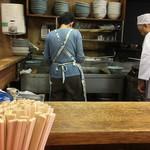 木蘭 - 野菜ラーメンは野菜を炒めるとこからスタート