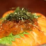 笑彩酒房 まっちゃん - ウニとイクラの贅沢な親子丼
