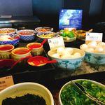 阿波郷土料理 彩 - トッピングは盛りだくさん