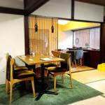 ロバ - 畳のお部屋にテーブルとイス席