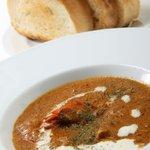 バーガーズ - ホットシュリンプ。 濃厚なエビの風味とピリッとした辛さが絶妙な、一押しメニューです。