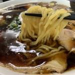 惣右衛門 - 麺は、やや細めの縮れ麺