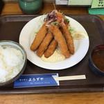 キッチン よろずや - エビフライ定食  650円