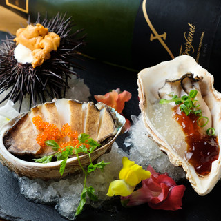 アワビの贅沢プレート(アワビ・ウニ・牡蠣)1,200円★