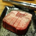 もつ鍋 焼き肉 岩見 - 厚切りタン。