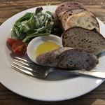 ameen's oven - おすすめパン5種&ミニサラダ