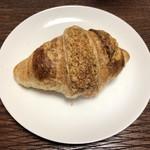 ameen's oven - 自家製酵母のゴルゴンゾーラクロワッサン 240円(+税)