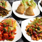 インド料理ムンバイ四谷店+The India Tea House - ベジスナック(マサラオクラ、パニールチリ、チャナチャット、サモサ )