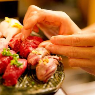 おすすめ②馬・牛・豚・鶏・鴨…あらゆる「肉」を職人が握る