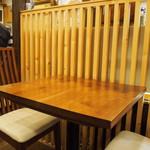 活麺富蔵 - 店内(テーブル席)