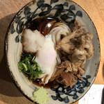本町製麺所 天 - 肉温玉ぶっかけに舞茸天トッピング