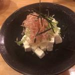 鳥彦 - クリームチーズのやっこ風   350円