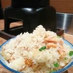 97918701 - 鮭バター釜飯。お茶碗に盛って♪