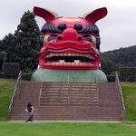 御食事処 曲屋 - 日本一の獅子頭(高さ10m)