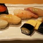 叶和 - お寿司は6貫。