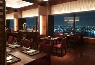 中国料理 カリュウ - 窓いっぱいに広がる夜景