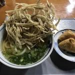 大カ○うどん - 料理写真:ごぼう天うどん=450円 いなり 2ヶ=120円
